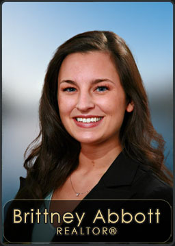 Brittney Abbott, Agent for Century 21 RiverStone located in the Sandpoint Office