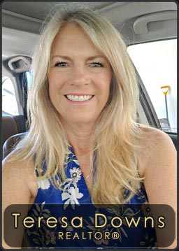 Teresa Downs, Agent for Century 21 RiverStone located in the Sandpoint Office